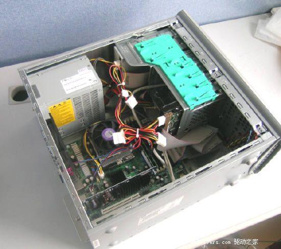 [惠普a1357cl台式电脑介绍] 作为一家拥有60年历史的全球领先消费类PC提供商,惠普在个人电脑、笔记本电脑、服务器、掌上电脑、磁盘存储系统、打印设备领域都占据全球领先地位。惠普进入中国也已经有整整20个年头了,凭借出众的品牌优势和可靠的产品品质,其品牌形象已在中国深入人心。优质的售后服务,以及提供应用解决方案的能力,让惠普成为许多大中型企业采购时的首选品牌。 在处理器市场,随着AMD的占有率迅速提升,以及其市场战略的巨大转变,其在消费者心目中的地位形象已不能和往日相提并论。在DIY市场广受好评,并